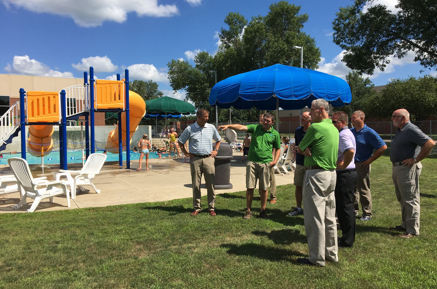 Council visits outdoor pool in 2017