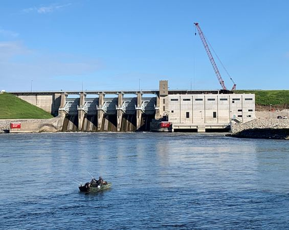 Dam with hydroelectric plant